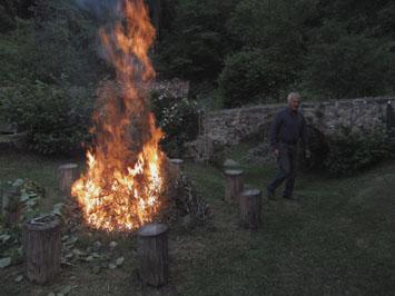 Hans am Feuer